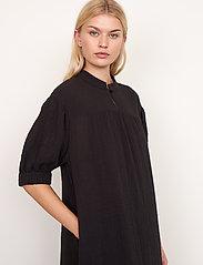 Second Female - Mallorca Midi Dress - sommarklänningar - black - 5