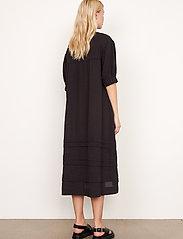 Second Female - Mallorca Midi Dress - sommarklänningar - black - 7