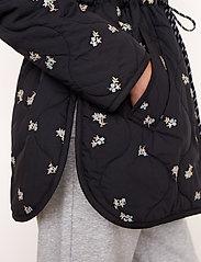 Second Female - California Quilt Jacket - quiltade jackor - black - 4
