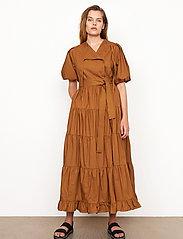 Second Female - Athena Midi Dress - vardagsklänningar - bronze brown - 0