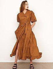 Second Female - Athena Midi Dress - vardagsklänningar - bronze brown - 3