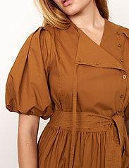 Second Female - Athena Midi Dress - vardagsklänningar - bronze brown - 5