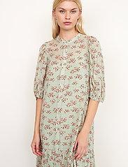 Second Female - Pune Shirt Dress - sommarklänningar - dessert sage - 4