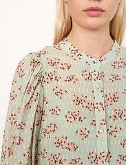 Second Female - Pune Shirt Dress - sommarklänningar - dessert sage - 5