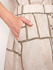 Second Female - Laval Shorts - casual shorts - parchment - 4