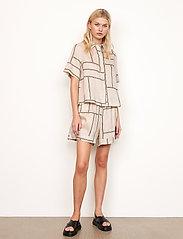 Second Female - Laval Shorts - casual shorts - parchment - 5