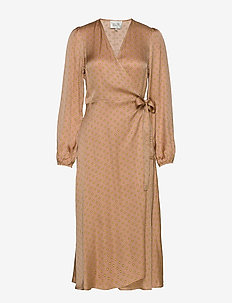 Berri LS Wrap Dress - omlottklänningar - praline