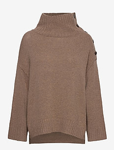 This T-neck knit is made in a luxurious merino  blend. It ha - gensere - sepia tint