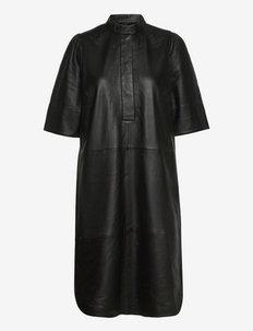 Indie Leather New Dress - vardagsklänningar - black