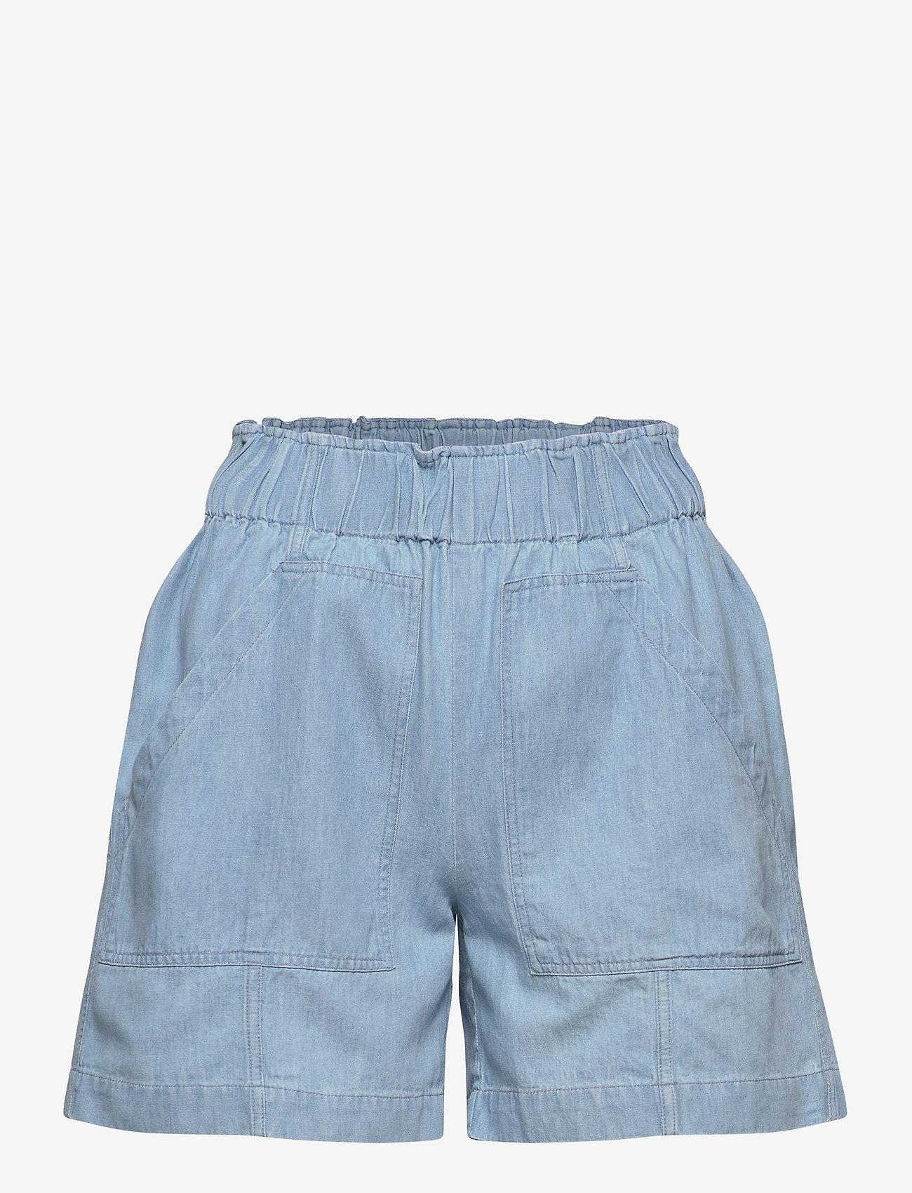 Selected Femme - SLFNOVO MW SHORTS W - korte jeansbroeken - light blue - 0