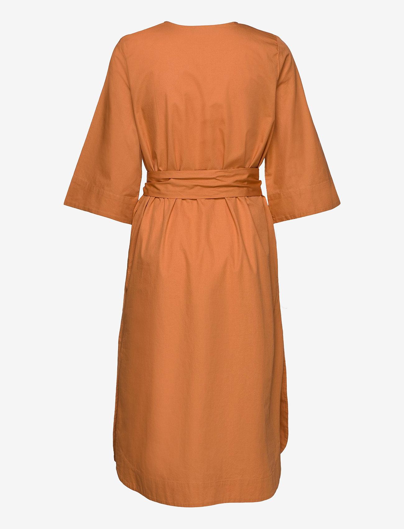 Selected Femme - SLFCARLOTTA 3/4 MIDI KAFTAN DRESS B - midi dresses - caramel
