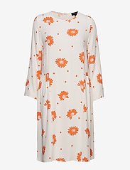 Selected Femme - SLFTANNA NELLIE AOP 7/8 DRESS B - robes midi - heavenly pink - 0