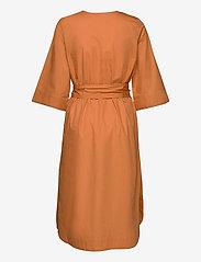 Selected Femme - SLFCARLOTTA 3/4 MIDI KAFTAN DRESS B - midi dresses - caramel - 1