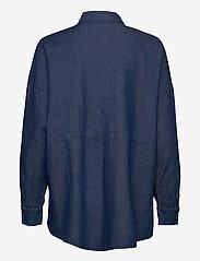 Selected Femme - SLFMIRANDA LS SLIT SHIRT W - jeansblouses - medium blue denim - 1