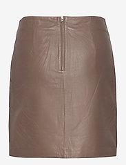 Selected Femme - SLFMOON MW LEATHER SKIRT  W - korta kjolar - fossil - 1