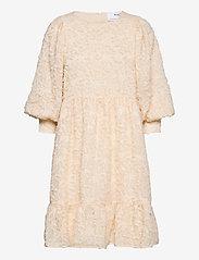 Selected Femme - SLFDANIELA 3/4 DRESS B - blondekjoler - sandshell - 0