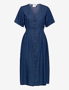 SLFCLARISA SS V NECK DRESS U - vardagsklänningar - medium blue denim