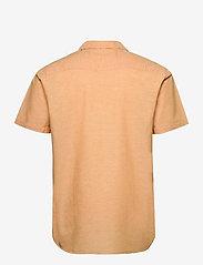Selected Homme - SLHREGNEW-LINEN SHIRT SS RESORT W - geruite overhemden - buckskin - 1
