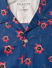 Selected Homme - SLHSLIMGALE SHIRT SS AOP W CAMP - short-sleeved shirts - estate blue - 2