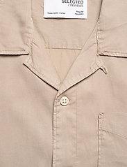 Selected Homme - SLHREGSOFT CUBAN SHIRT SS W - chemises à carreaux - crockery - 2