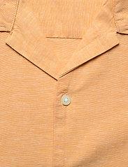 Selected Homme - SLHREGNEW-LINEN SHIRT SS RESORT W - geruite overhemden - buckskin - 2