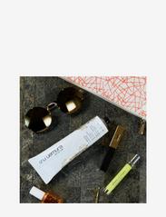 Shu Uemura Art of Hair - Essence Absolue Universal Balm - handkräm & fotkräm - clear - 3