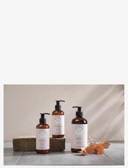 Simple Goods - Hand Cleanser, Geranium, 250 ml - kroppsvård - clear - 2