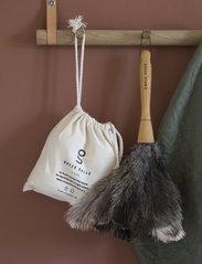 Simple Goods - Duster Ostrich Feathers - sopborstar & sopkvastar - grey / wood - 2