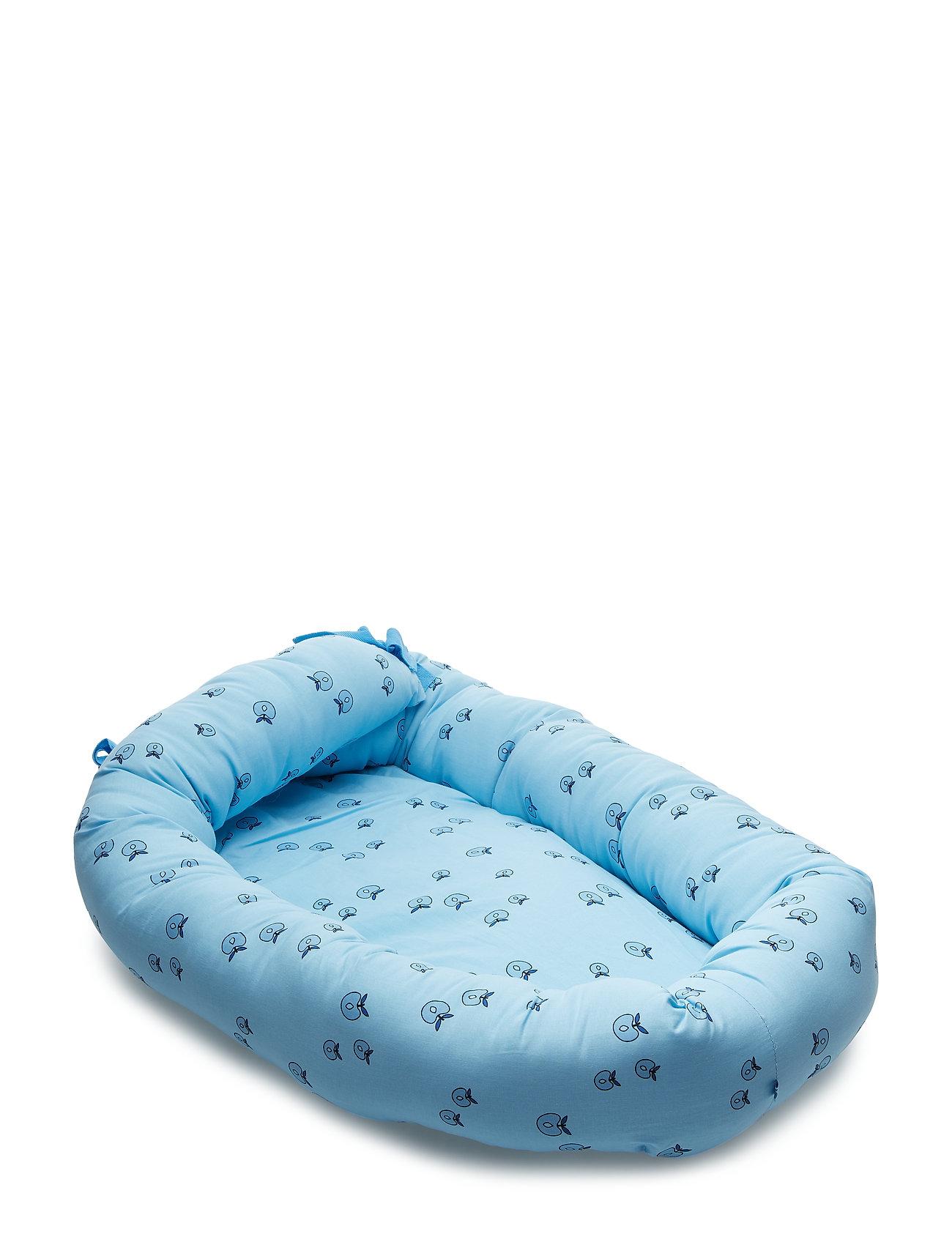 Småfolk Baby Nest. Apple. Originals. - AIR BLUE