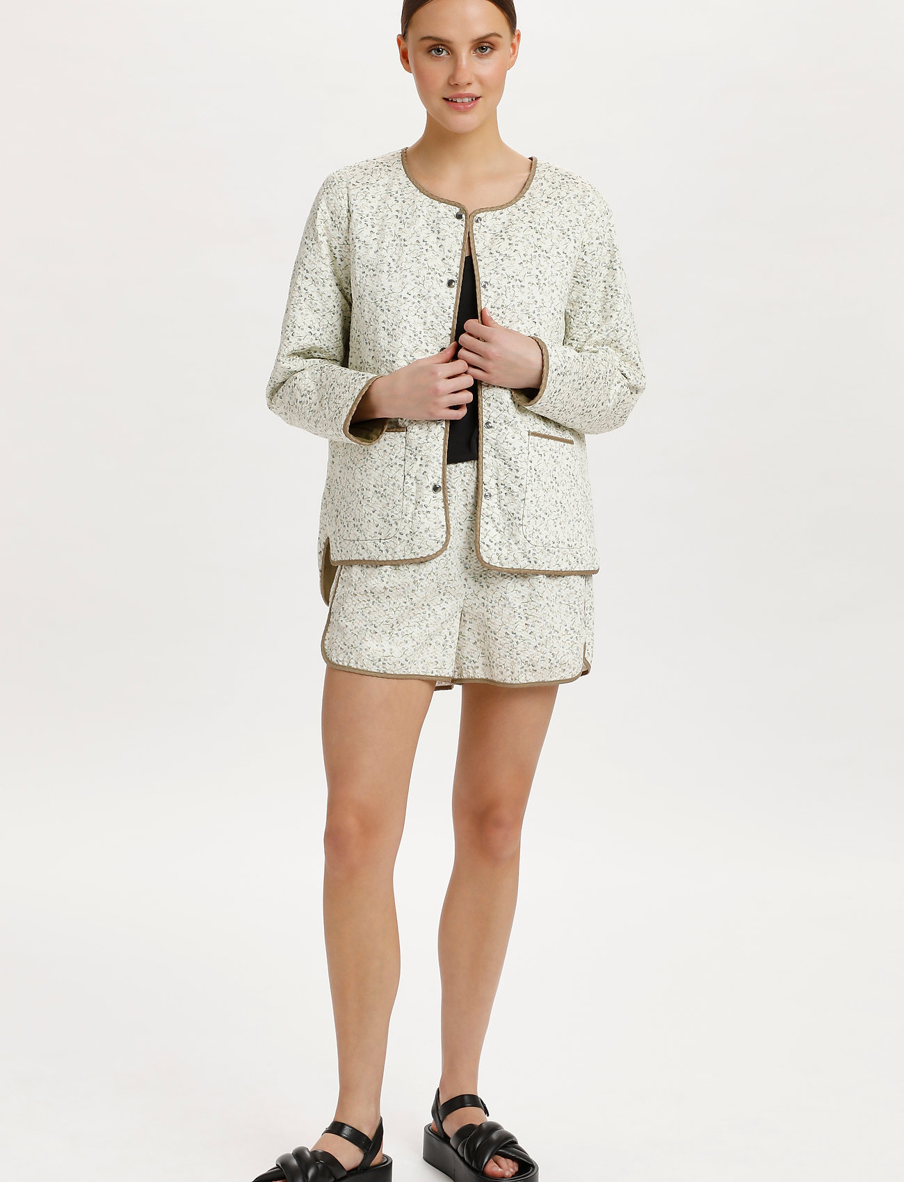 Soaked in Luxury - SLBanks Jacket LS - quilted jackets - viol print whisper white - 3