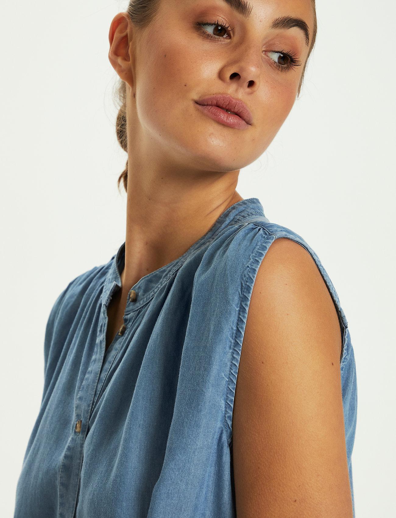 Soaked in Luxury - SLDalia Nadeen Top - sleeveless blouses - light blue denim - 5