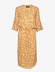 Soaked in Luxury - SL Zaya Dress - midi kjoler - rattan  - 1