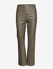 Soaked in Luxury - SLKaylee PU Kickflare Pants - skinnbyxor - brindle - 0
