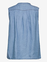 Soaked in Luxury - SLDalia Nadeen Top - sleeveless blouses - light blue denim - 2