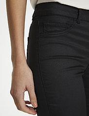 Soaked in Luxury - SLLeia coated Jeggings - slim fit trousers - black - 3