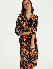 Soaked in Luxury - SL Zaya Dress - vardagsklänningar - dizzy floral print black - 0