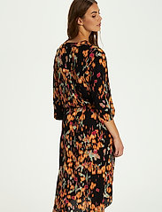Soaked in Luxury - SL Zaya Dress - vardagsklänningar - dizzy floral print black - 4