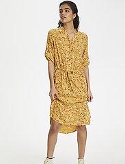 Soaked in Luxury - SL Zaya Dress - midi kjoler - rattan  - 4