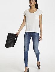 Soaked in Luxury - SLColumbine Tee - t-shirts - broken white - 3