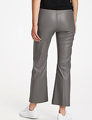 Soaked in Luxury - SLKaylee PU Kickflare Pants - skinnbyxor - brushed nickel - 4