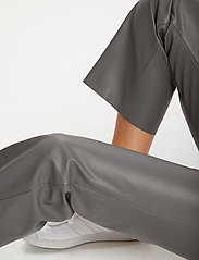 Soaked in Luxury - SLKaylee PU Kickflare Pants - skinnbyxor - brushed nickel - 5