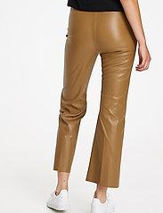 Soaked in Luxury - SLKaylee PU Kickflare Pants - læderbukser - ermine - 4
