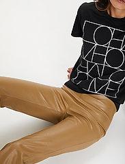 Soaked in Luxury - SLKaylee PU Kickflare Pants - læderbukser - ermine - 5