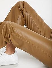 Soaked in Luxury - SLKaylee PU Kickflare Pants - læderbukser - ermine - 6