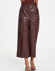 Soaked in Luxury - SLPatrice Pants - læderbukser - rum raisin - 0