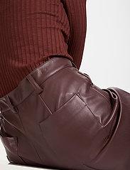 Soaked in Luxury - SLPatrice Pants - læderbukser - rum raisin - 5