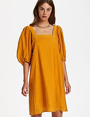 Soaked in Luxury - SLTautou Dress SS - summer dresses - golden nugget - 0