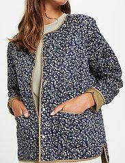 Soaked in Luxury - SLBanks Jacket LS - quiltede jakker - viol print parisian night - 4