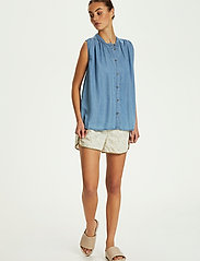 Soaked in Luxury - SLDalia Nadeen Top - sleeveless blouses - light blue denim - 3