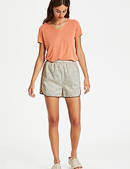 Soaked in Luxury - SLBanks Shorts - shorts casual - viol print whisper white - 3